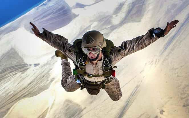 skydiving-jump-falling-parachuting-37656.jpeg